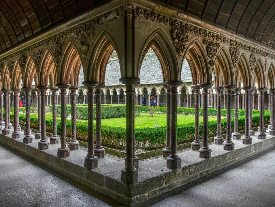 Дворик аббатства Мон-Сан-Мишель