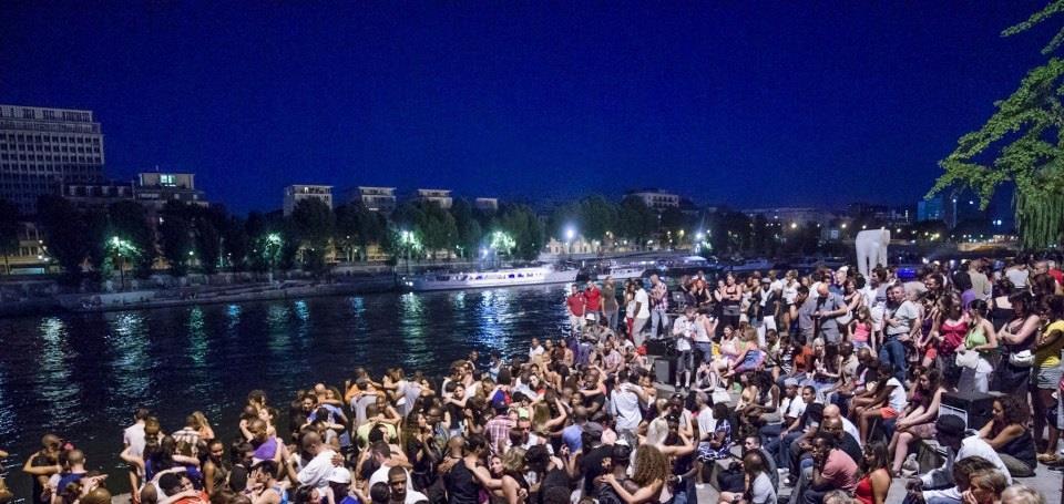 Танцы на набережной Сены