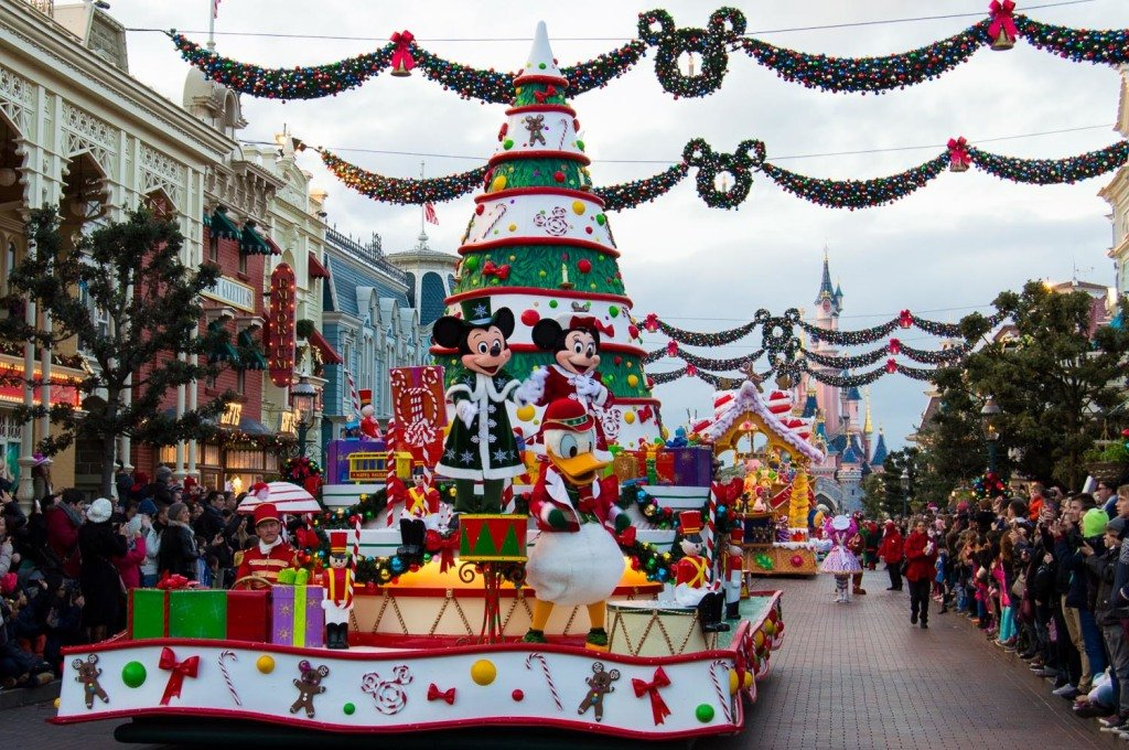 Зимний парад в Disneyland Paris