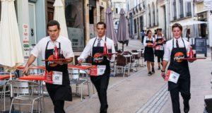 Право носить усы для парижских официантов