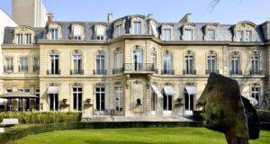 Где можно встретить знаменитость в Париже?